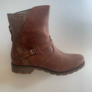 Women's Teva waterproof boots (new with tags)